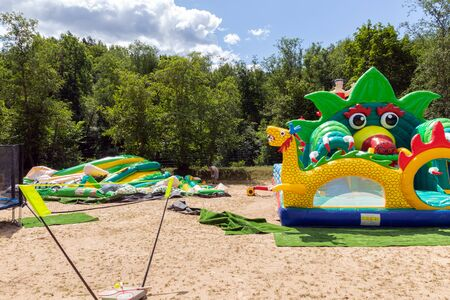 Installation of an inflatable playground for entertainment. Stockfoto