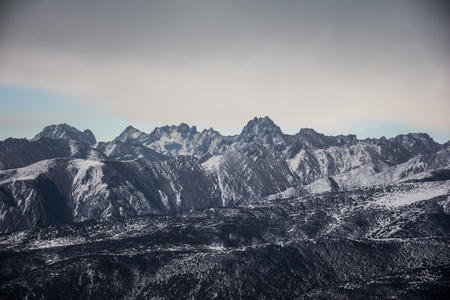 The tops of the mountains covered with snow. Mountains under the sky with clouds. 스톡 콘텐츠