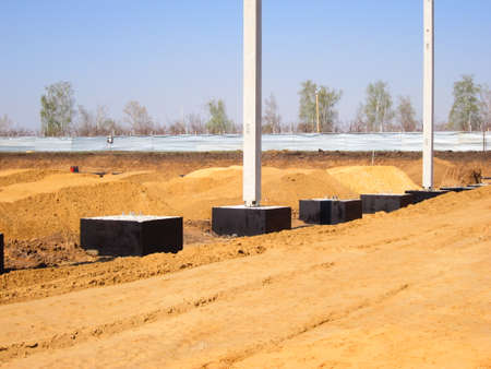installation of a factory building from steel openwork trusses on reinforced concrete column supports