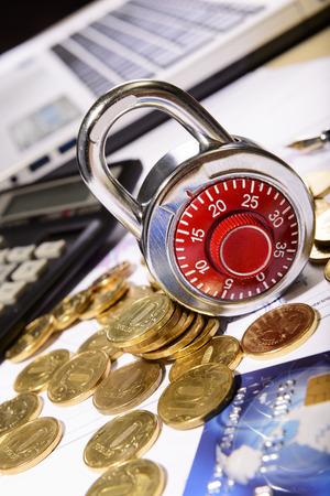 retained: Composici�n del asunto del candado en las monedas