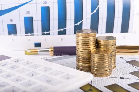 Business concept met rekenmachine, geld en documenten Stockfoto