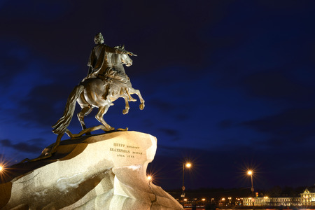 uomo a cavallo: The Bronze Horseman a monument to Peter 1 in St. Petersburg