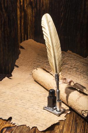 pluma de escribir antigua: pluma de oro de la vendimia y manuscritos antiguos