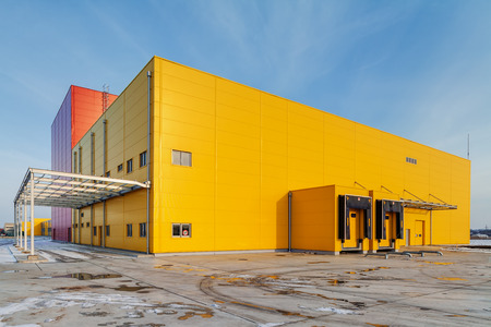 Industrial hall with aluminum facade and panels Stockfoto