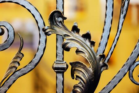 詳細、構造および錬鉄フェンス ゲートの装飾品 写真素材