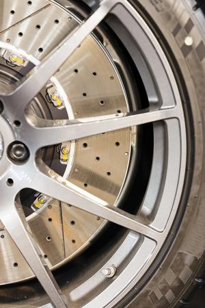 Modern stalen auto wiel met nieuwe band