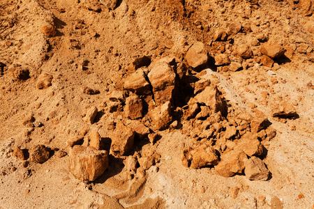 zand in aanbouw met steen