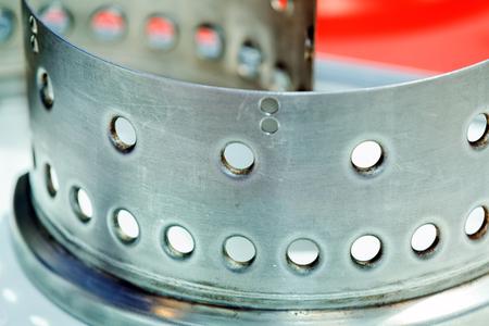 Eén detail en onderdeel van de nieuwe industriële motor van staal; let op ondiepe scherptediepte Stockfoto - 89248386