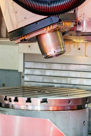 Eén detail en onderdeel van de nieuwe industriële motor van staal; let op ondiepe scherptediepte Stockfoto - 89248401