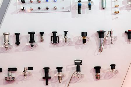 Close-up nieuw ontwerp van duwsysteem op tentoonstellingsvertoning; noteer ondiepe scherptediepte