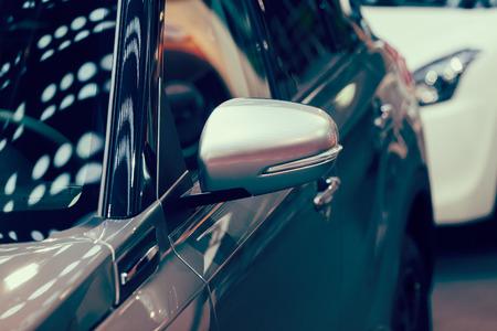 Rückspiegel am Kraftfahrzeug, beachten Sie die geringe Schärfentiefe Standard-Bild - 86759065