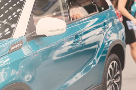 Rückspiegel am Kraftfahrzeug, beachten Sie die geringe Schärfentiefe Standard-Bild - 86675048