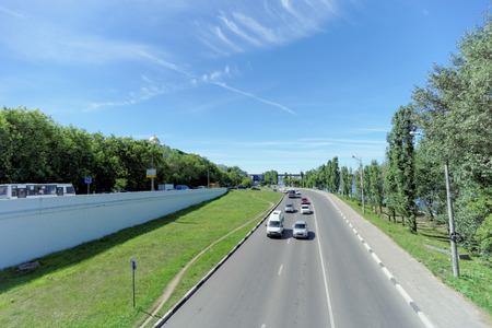 니즈니 노브 고로드, 러시아. - June 30.2016. Kanavinsky 교량에 denouement는 도시의 산이 많은 부분의 측에서 교량에서 강하이다.