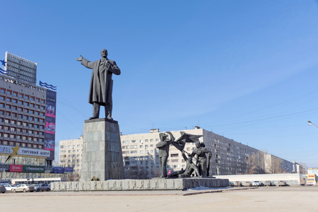 Nizhny Novgorod, Russia. - March 14.2017. The monument to Vladimir Ilyich Lenin on Lenin Square. Against the backdrop of the Marins Park Hotel. Editoriali