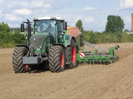 seeding: Seeding tractor