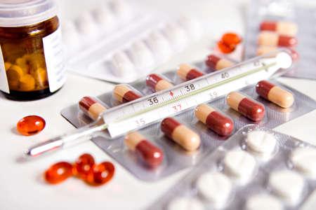 pilule: pillole e termometro