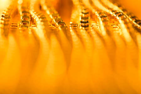 Abstracte Gouden Achtergrond, Wazig De Focused Golden Chain, Yellow metalen kettingen Shallow Depth of Field