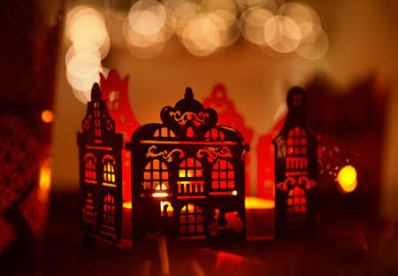 Home Decoration in Candle Light, Christmas Abstract Verlichting House Decor over De Gerichte Verlichting Achtergrond