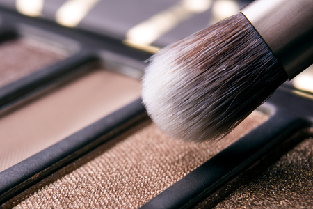 brush in the palette of shadows macro Stockfoto