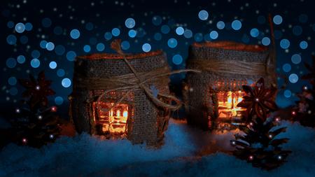 christmas lanterns on on snow in a frosty night Standard-Bild