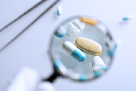 verdachte medicijnen onder een vergrootglas