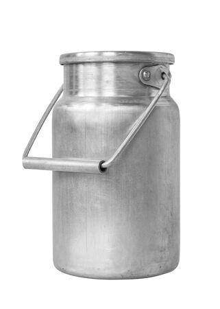 Aluminium-Milchkanister auf weißer isolierter Hintergrundnahaufnahme
