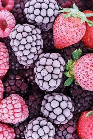 The frozen berries of raspberries, blackberries, blueberries, strawberries, covered with hoarfrost. 免版税图像 - 155682609
