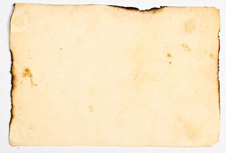 textura: vecchia carta con macchie di sporco, i bordi bruciati su sfondo bianco Archivio Fotografico
