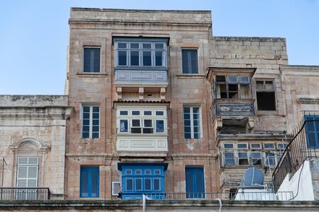 Valletta, Malta - 5 January 2020: Typical Maltese blinds and balconies in decadent conditions Stockfoto