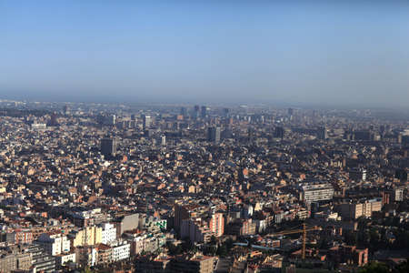 Panoramic view of Barcelona and neighboring hospitalet de llobregat, Spain 免版税图像