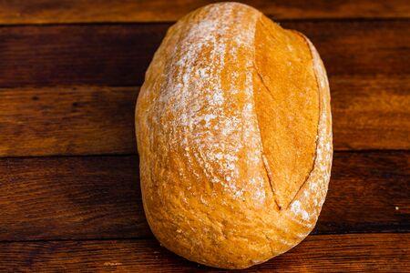 Freshly baked bread on a wooden board. Homemade bread. Stockfoto