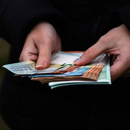 Woman counting money, counting EURO close up Stok Fotoğraf - 134768581