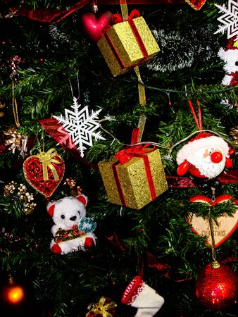 Christmas hanging decorations. Decorated Christmas tree with balls, garlands and lights. Fir branches with Christmas decorations. Stok Fotoğraf - 134769332