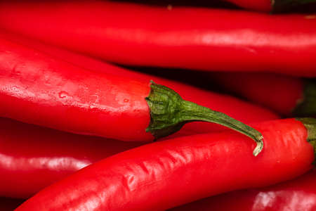 Red hot chili peppers, close up. Background of red chilies Banque d'images