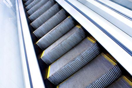 Moving Rolltreppe im Büro Halle Perspektive gesehen Standard-Bild - 5106385