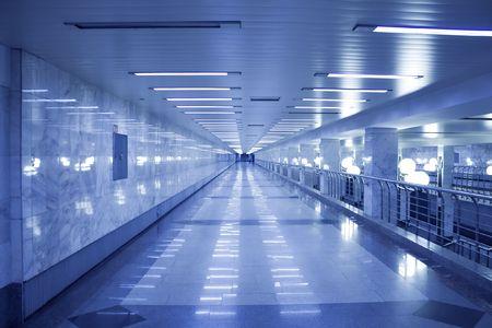 Moderne Halle in U-Bahn-Station Standard-Bild - 5379404