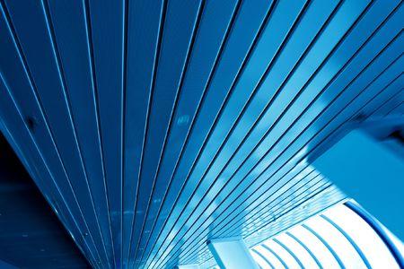 Grau bewegliche Wand innerhalb Geschäft Halle Standard-Bild - 5547627