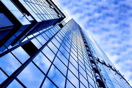 Prospektive Ansicht, um neue moderne Gebäude-Wolkenkratzer der Business-center  Standard-Bild - 6371900