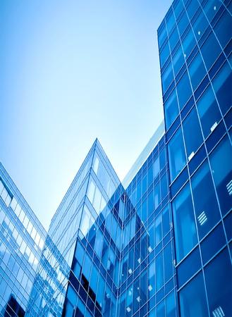 Glas-Wolkenkratzer in der Nacht  Standard-Bild - 7415071