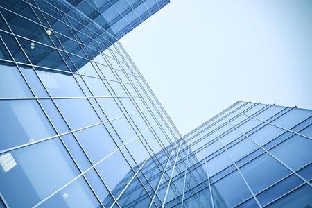 Glas-Wolkenkratzer in der Nacht Standard-Bild - 7415082