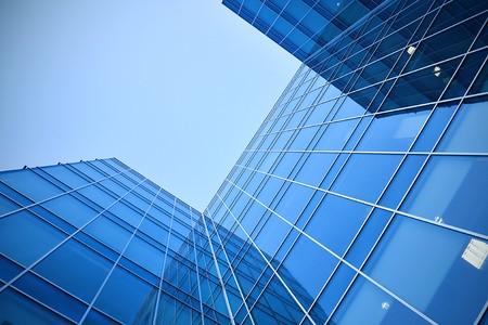 Glas-Wolkenkratzer in der Nacht Standard-Bild - 7426377