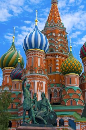モスクワの赤の広場で聖ワシリイ大聖堂