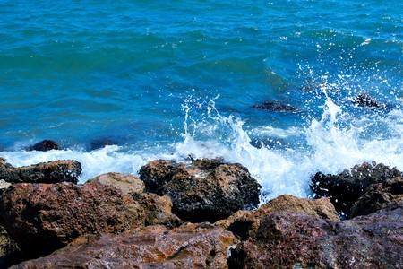 splash of turquoise waves Stock Photo - 7971234