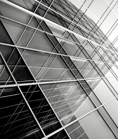 siluetas de vidrio moderna de rascacielos en la noche