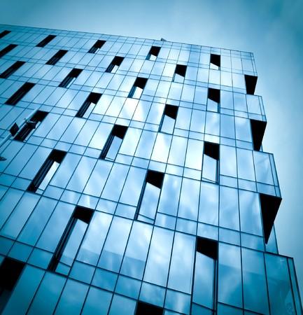 facade: textura oscura del edificio por la noche de cristal  Foto de archivo