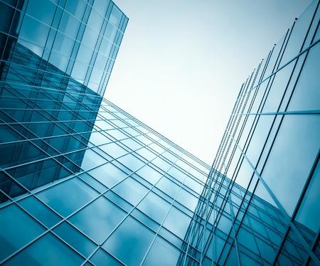 modernes Glas Silhouetten der Wolkenkratzer in der Nacht