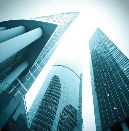 Bürogebäude am Morgen, Weitwinkel-Ansicht
