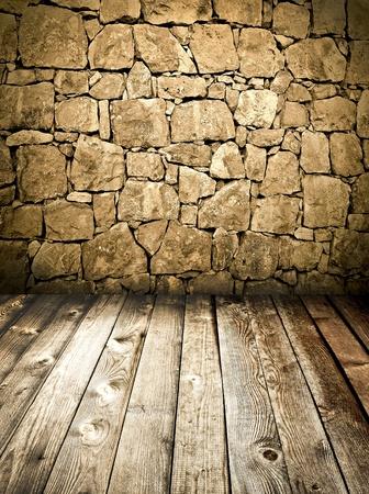 brick floor: Muro de piedra y piso de madera Foto de archivo