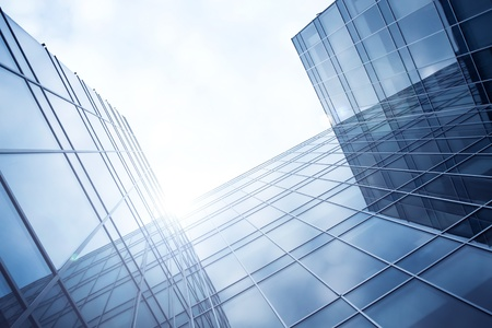 lila Abend Textur von Glas-Hochhaus Standard-Bild