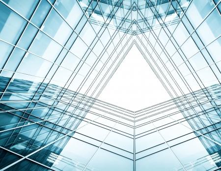 Panorama und Perspektive Weitwinkel-Blick auf Stahl blauem Hintergrund aus Glas Hochhaus Gebäude Wolkenkratzer in modernen futuristischen Innenstadt in der Nacht Business-Konzept der erfolgreichen Industrie-Architektur Standard-Bild - 19501762